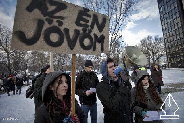 A tanárokkal demonstrálnak a diákok is – avagy folytatódik a kormánnyal vívott harc