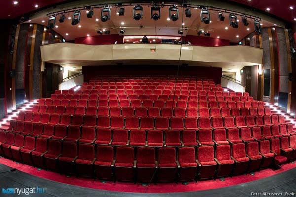 Vigyázó szemetek a színházra vessétek!