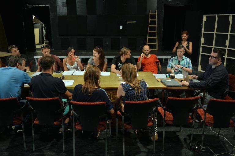Így készül a Karneválszínház – Olvasópróba a Weöres Sándor Színházban