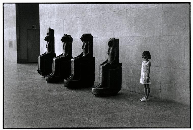 Elliott Erwitt – Világhírű fotográfus Magyarországon, a múltban (személyesen) és most (a kiállításával)