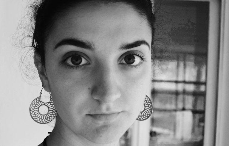 """""""Az emberek formákba öntik az ideák tiszteletét"""" – Interjú Márfi Virággal"""