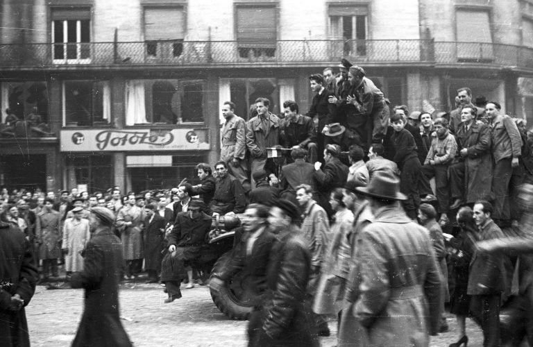 Túl az ünnepélyeken – 1956 kevésbé ismert versekben, fotókban és dalokban