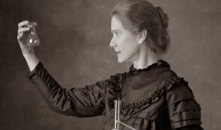 """""""Nekem azt tanították, hogy a haladás útja se nem gyors, se nem könnyű."""" – 150 éve született Marie Curie"""