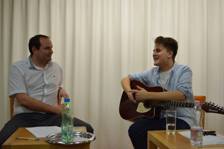 Elindult a Bájoló! – Kovács Pali, a The River zenekar frontembere volt az első vendég