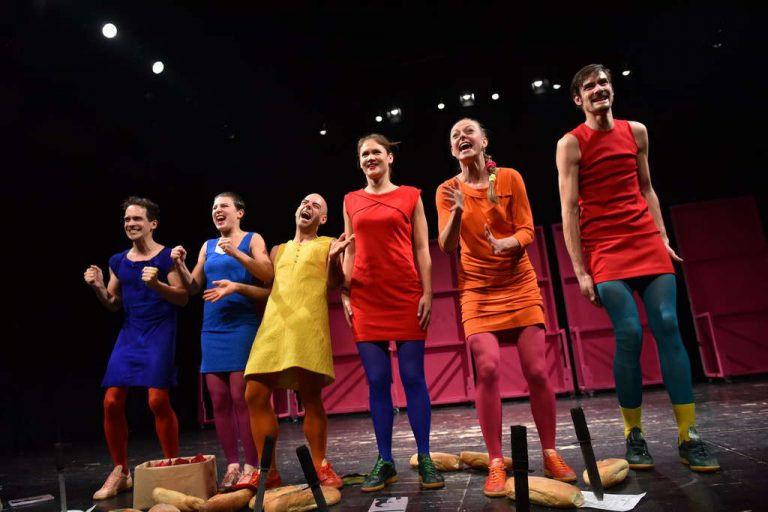 Forradalom színes harisnyában – Felhő a nadrágban