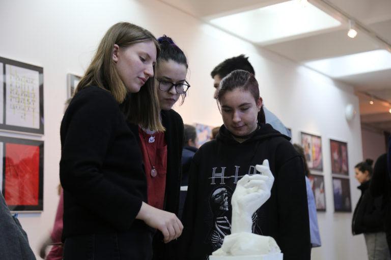Megnyitott a Szombathelyi Művészeti Szakgimnázium kiállítása