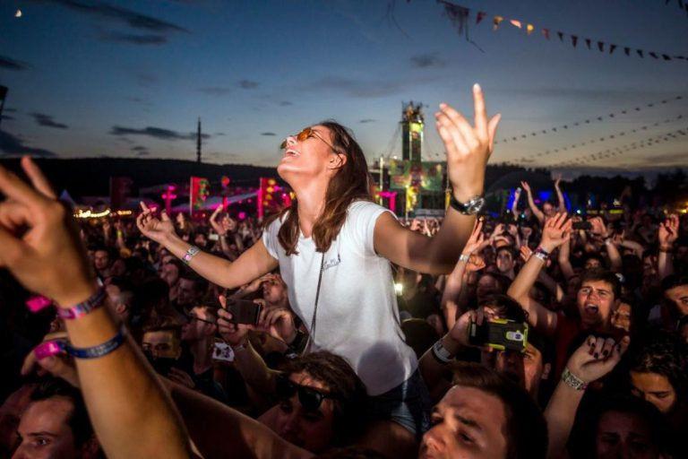 Fesztiválokra hangolódva – Új dalok a hazai zenei szcénából