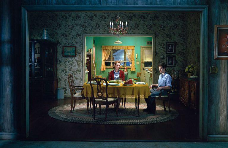 Kisvárosi jelenetek – Gregory Crewdson fényképei