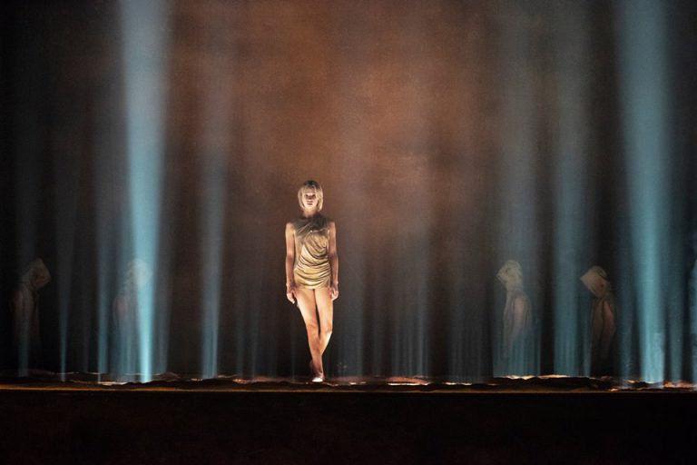 Misztikus ősiség a színpadon – A Recirquel My Land című előadása