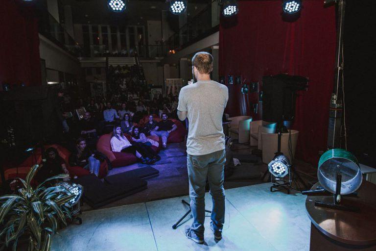 Otthonkereső Slam Poetry est az AGORA – Művelődési és Sportházban