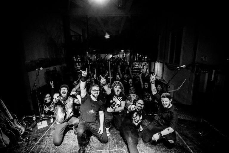 A Kalapács zenekarral turnézik a Smoking Frog