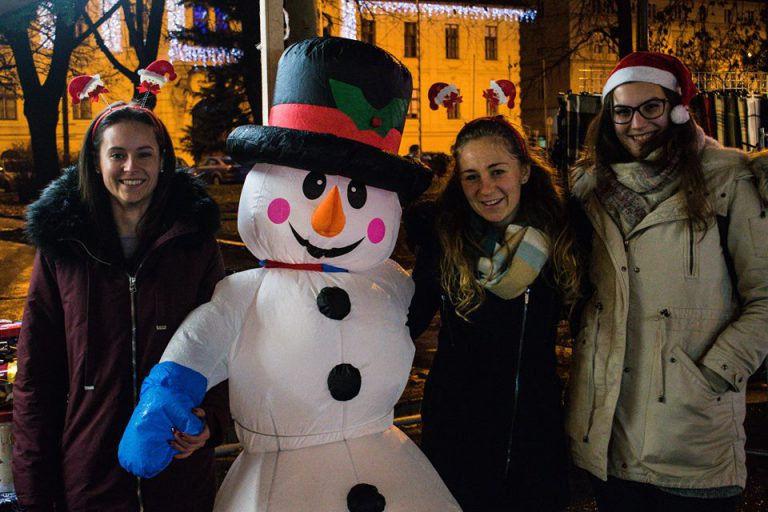 Csokis kebab és Szöged Eye – Barangolások a vásári forgatagban a Szegedi Karácsonyi Kommandóval