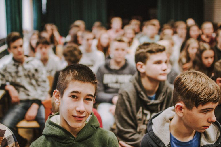Lehet izgalmas a szombati suli – Filmvetítés és közönségtalálkozó a szombathelyi Zrínyiben