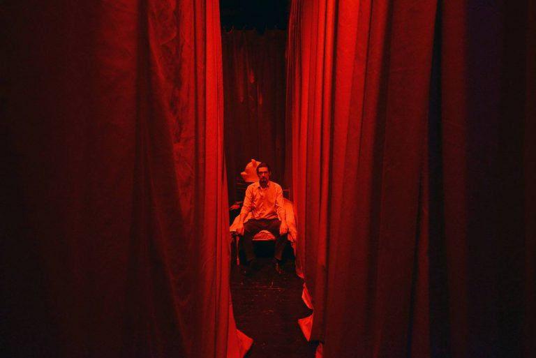Csendben hagyva – Csend a Kosztolányi Dezső Színházban