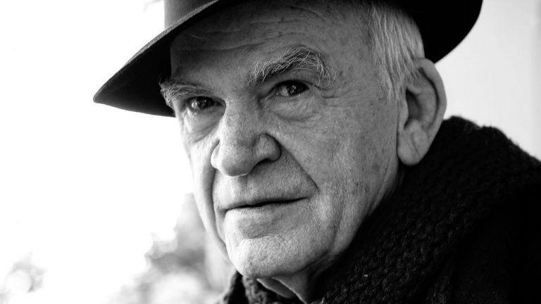"""""""Azt szeretném, ha az egész életem egyetlen őrült ötlet lenne"""" – 90 éves Milan Kundera"""