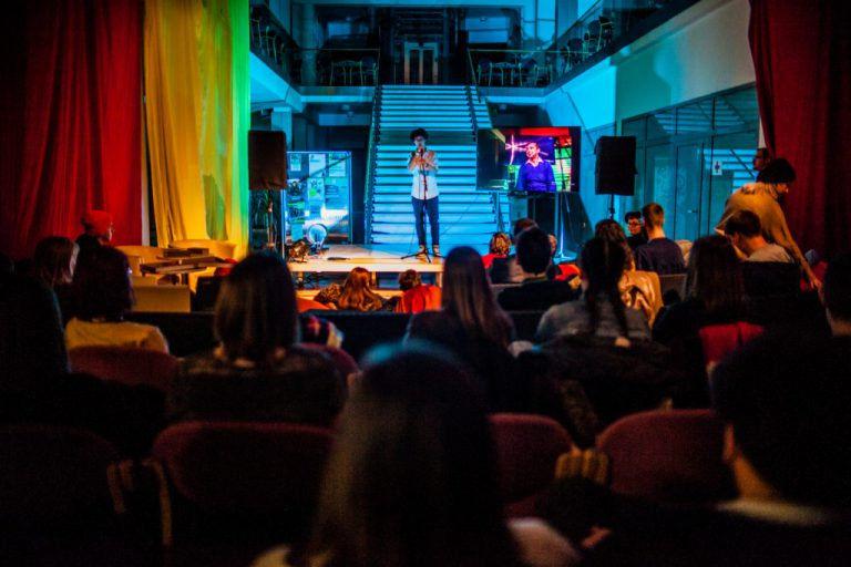 Türelem – Érkezik az áprilisi Savaria Slam Poetry est