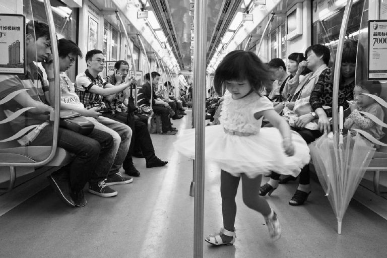 #áthatás – Gyerekek a metrón