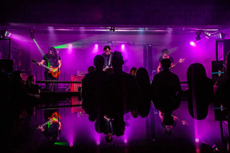 Gerjedés Apey-val – A Végállomásban koncertezett a Trillion