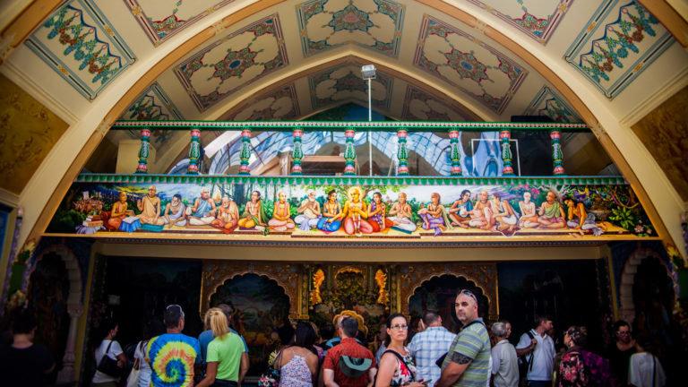 Három napig száriban – A Krisna-völgyi búcsúban jártunk