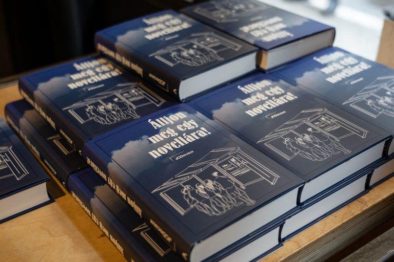Megjelent a JCDecaux Álljon meg egy novellára! című novelláskötete