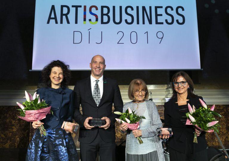 """""""Mert a kultúra támogatása kiemel a tömegből"""" – Kiosztották az első Art is Business Díjakat"""