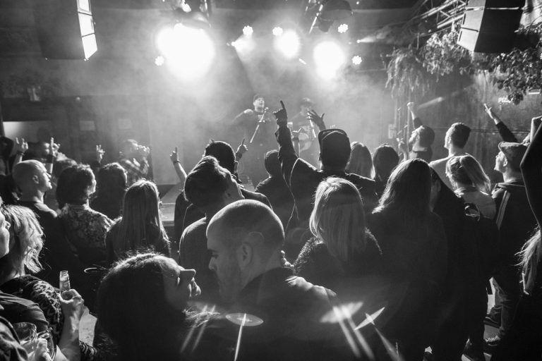 Tankcsapda est az ELLÁTÓházban –Vilkó egy szál gitárral