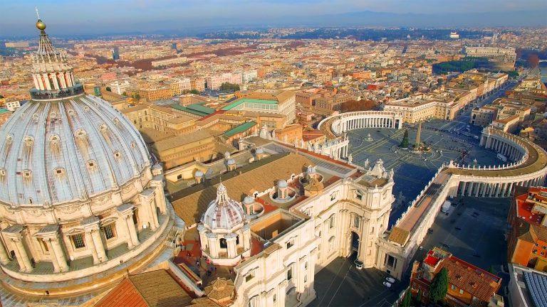 Az egykori és a jelenlegi egyházfő: II. János Pál pápa kontra Ferenc pápa