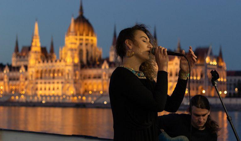 Akusztikus koncerttel tért vissza a The Anahit zenekar Budapestre