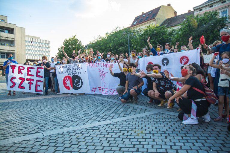 Képeken a szombathelyi SzFE szolidaritás flashmob
