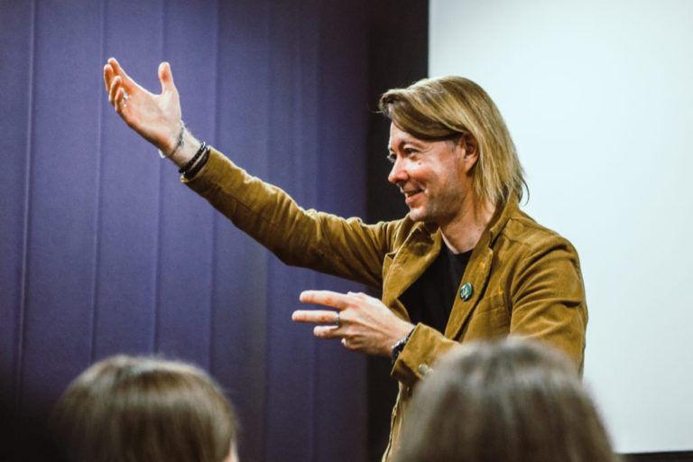 """""""Nincs művészet, ha az ember nem akar igazat mondani"""" – Interjú Beck Zoltánnal"""