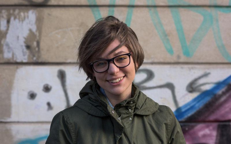 Aktualitások szabadversekben – Interjú Mărcuțiu-Rácz Dórával